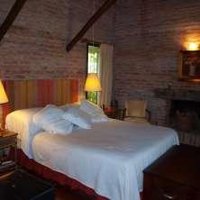 Dormitorio Pricnipal con hogar a leña