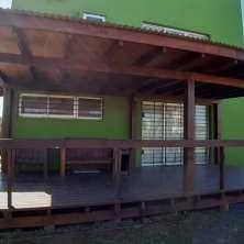 Deck y galería techada