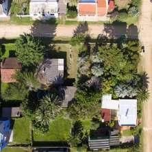 Casa en venta con gran terreno, ubicada en el corazón del Balneario La Pedrera
