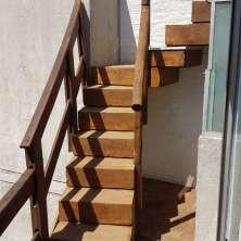 Escalera hacia la terraza