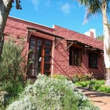 Muy linda y cálida casa ubicada a escasos metros del mar, del Balneario La Aguada