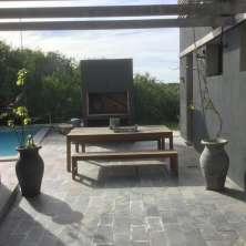 Parrillero y piscina