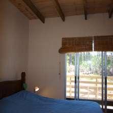 Dormitorio con salida al deck