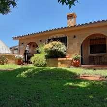 Excelente propiedad ubicada en el  Balneario La Aguada con hermoso jardín a escasos metros del mar