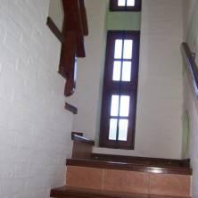 Escalera al cuarto de huéspedes
