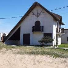 Cozy beach house just steps from La Balconada beach, La Paloma seaside resort