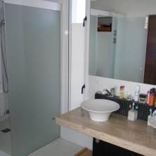 Baño en suite muy moderno