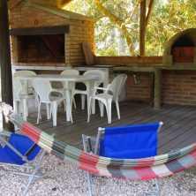Parrillero techado con horno de barro