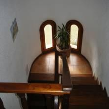 Escaleras de madera dura
