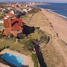 Casa en venta  frente al océano en la zona de La Balconada del Balneario La Paloma